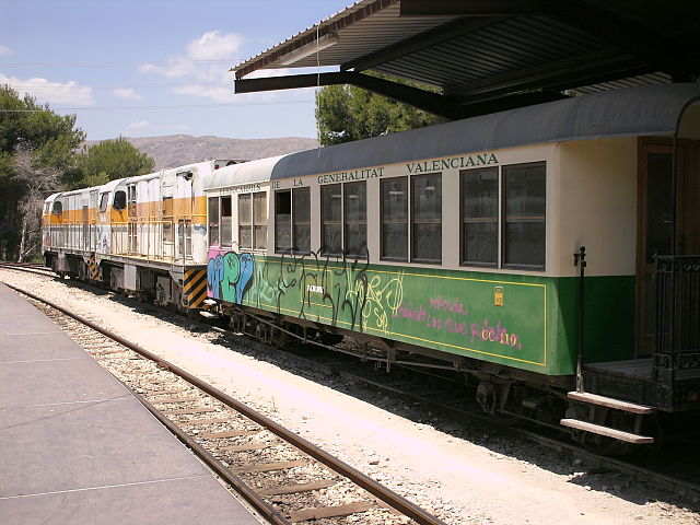 Passenger cars and two locomotives of the Limón-Exprés